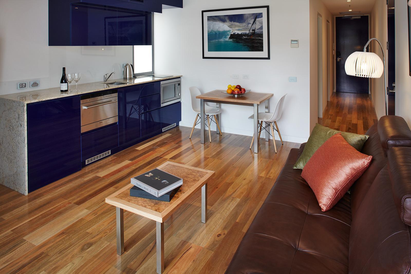 Living area Premium Apartment Accommodation Salamanca Wharf Hotel