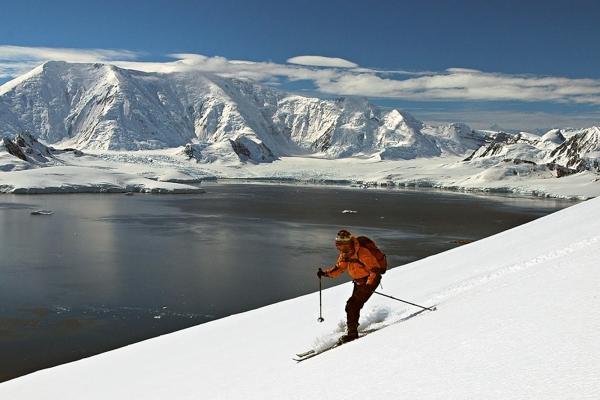 Cross country Skiing in Antarctica