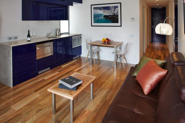 Living area Premium Apartment Accommodation Salamanca Wharf Hotel