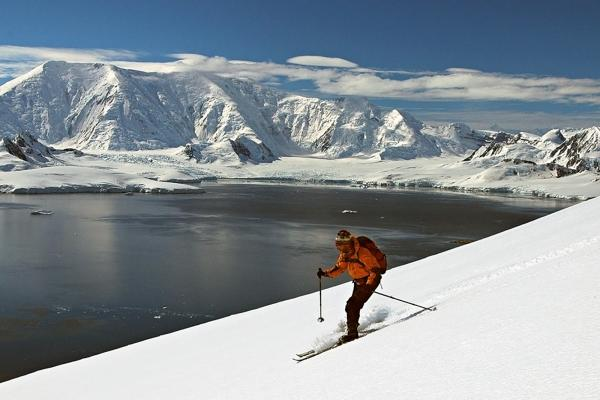 Cross country Skiing in Antarctica