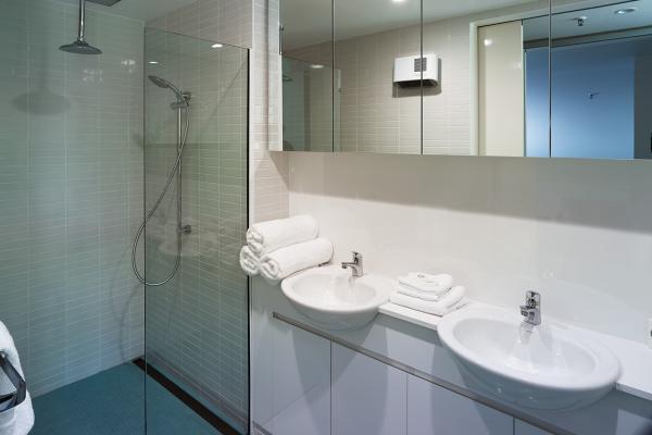 Bathroom Loft Penthouse Salamanca Wharf Hotel