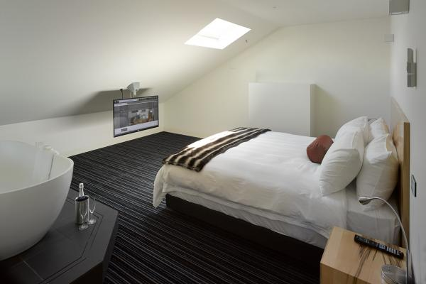 Bed with bathroom in Loft Penthouse at Salamanca Wharf Hotel