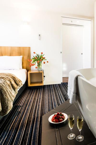 Book Now Salamanca Wharf Hotel
