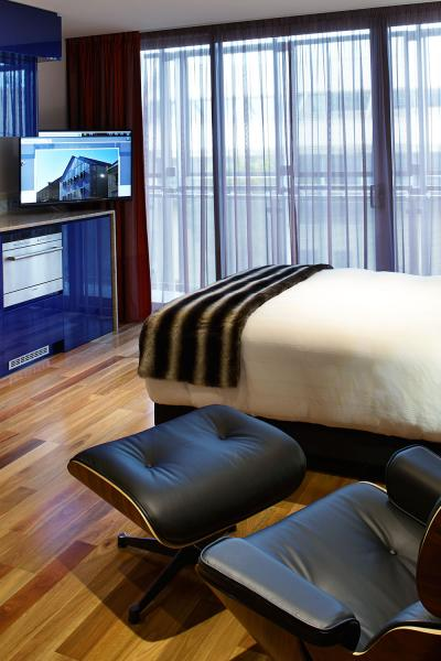 About Salamanca Wharf Hotel